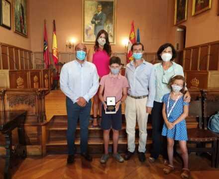 Visita al Ayuntamiento de descendientes del General Pérez de Herrasti