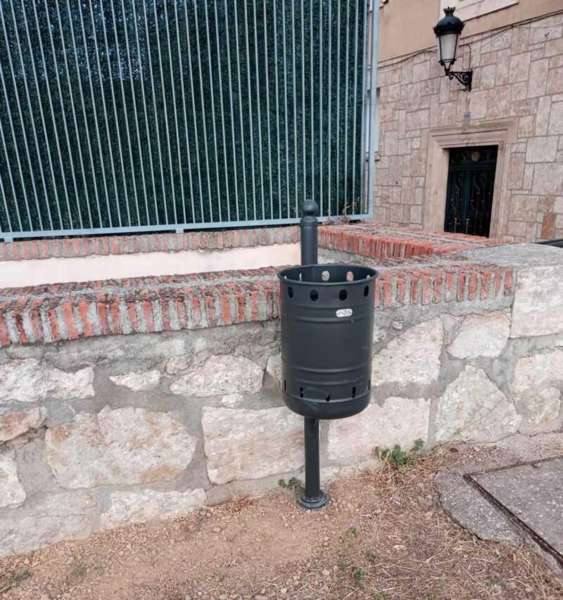 Instalación de papeleras en la muralla