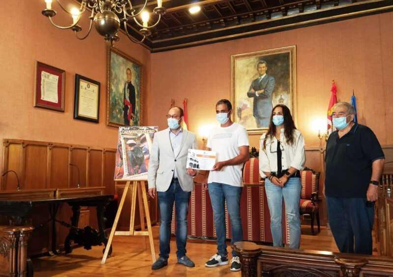 Carnaval del Toro. Entrega de diploma al ganador del concurso de carteles